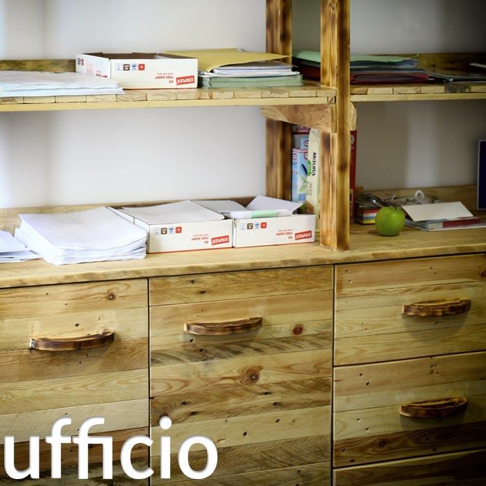 Arredamento in pallet mobili con bancali riciclati for Scaffali da ufficio