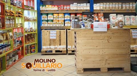 Allestimenti per negozi in pallet riciclato bancali for Molino arredamenti