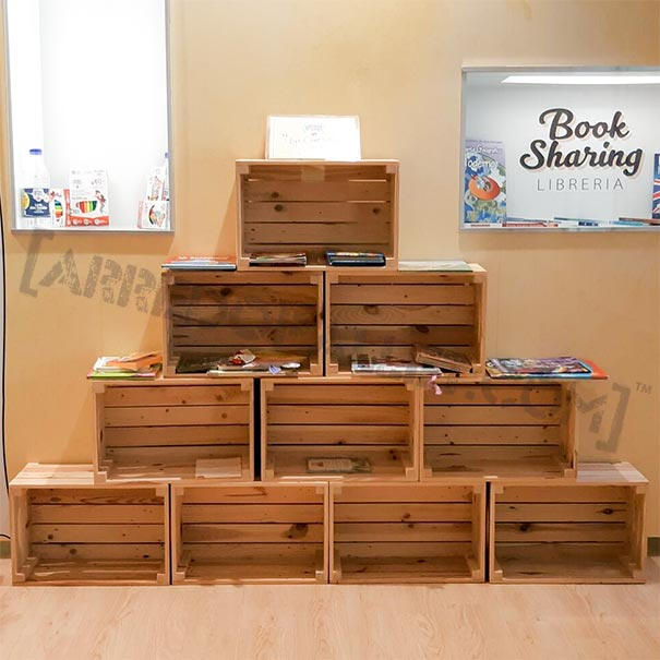 Mobili con cassette di legno riciclo cassette legno for Mobili da giardino usati milano