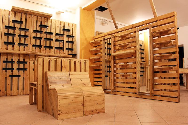 Bancone In Legno Per Negozio : Espositori per negozi in pallet riciclato