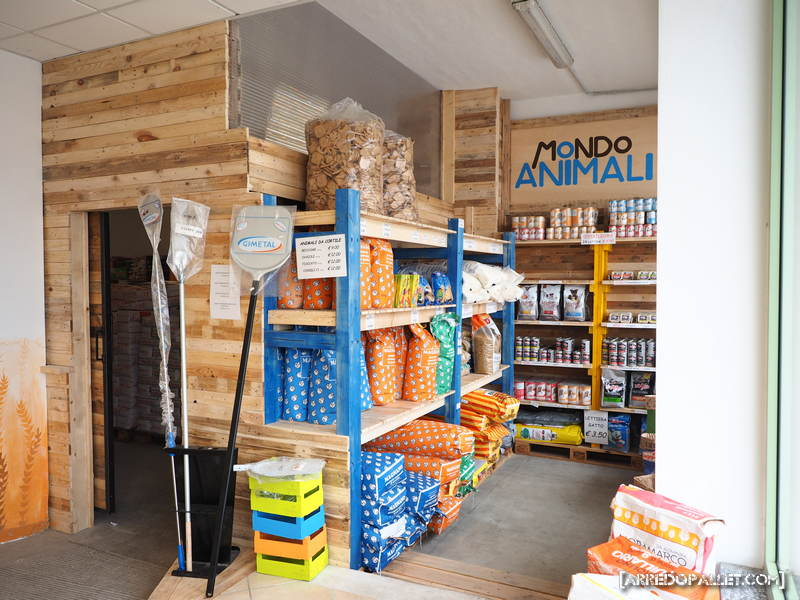Arredare negozio con pallet amazing divani in pallet for Arredamento pallets