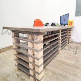 scrivania con pallet